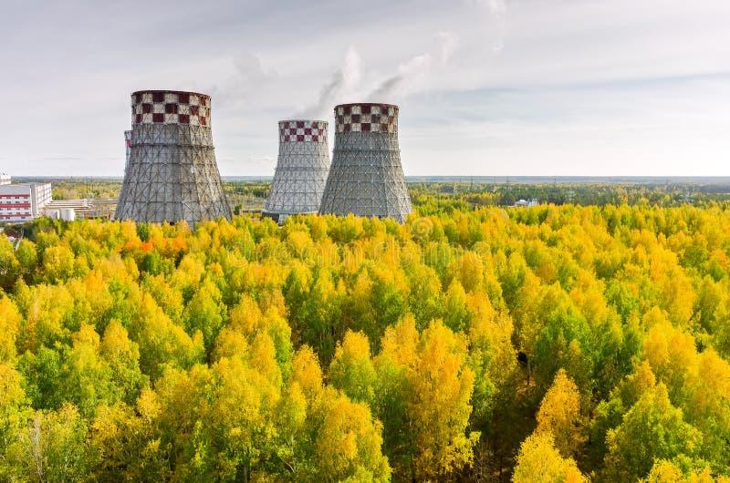 De Energie van de stad en de Warme Fabriek van de Macht stock afbeelding