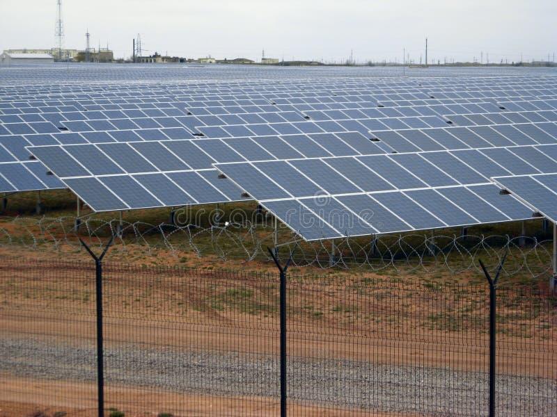 De energielandbouwbedrijf van het zonnemachtspaneel royalty-vrije stock afbeeldingen