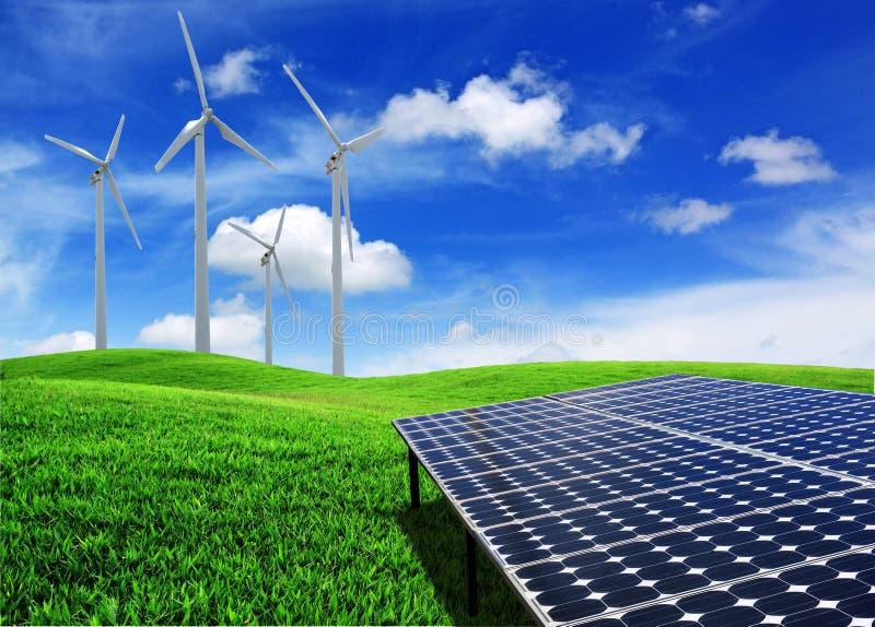 De energiepanelen van de zonnecel en windturbine stock foto
