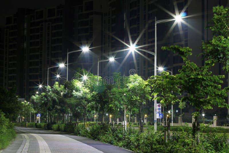 De energy-saving straatlantaarns door leiden worden gemaakt die royalty-vrije stock afbeeldingen