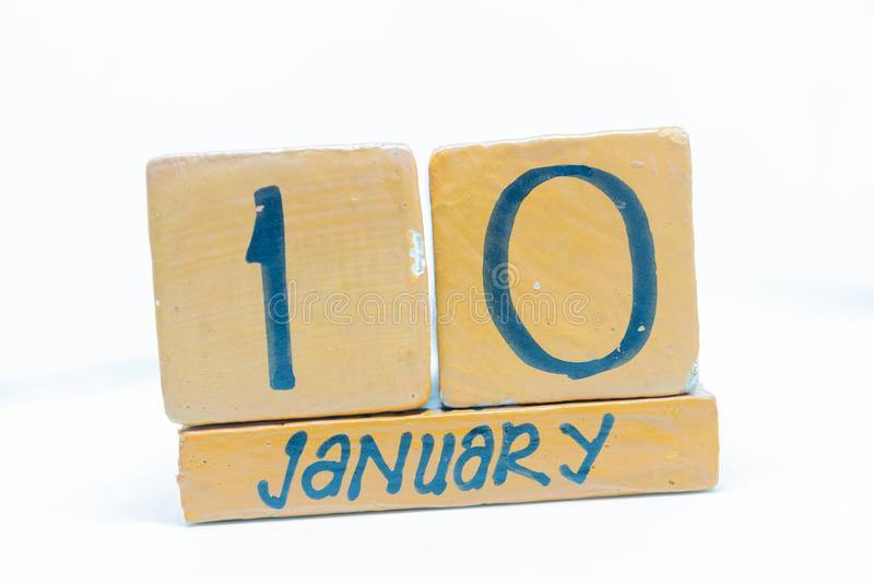 10 de enero Día 10 del mes, calendario en fondo de madera Invierno, concepto del año fotografía de archivo