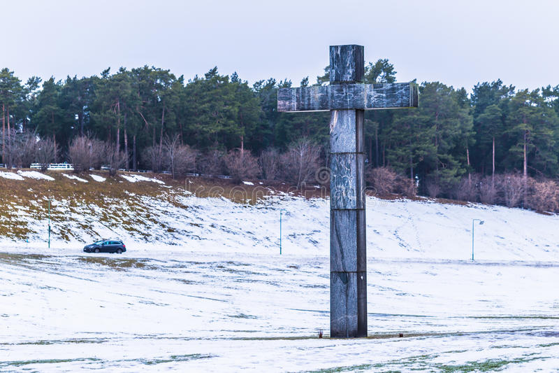 22 de enero de 2017: Cruz en la entrada del sepulcro de Skogskyrkogarden imágenes de archivo libres de regalías