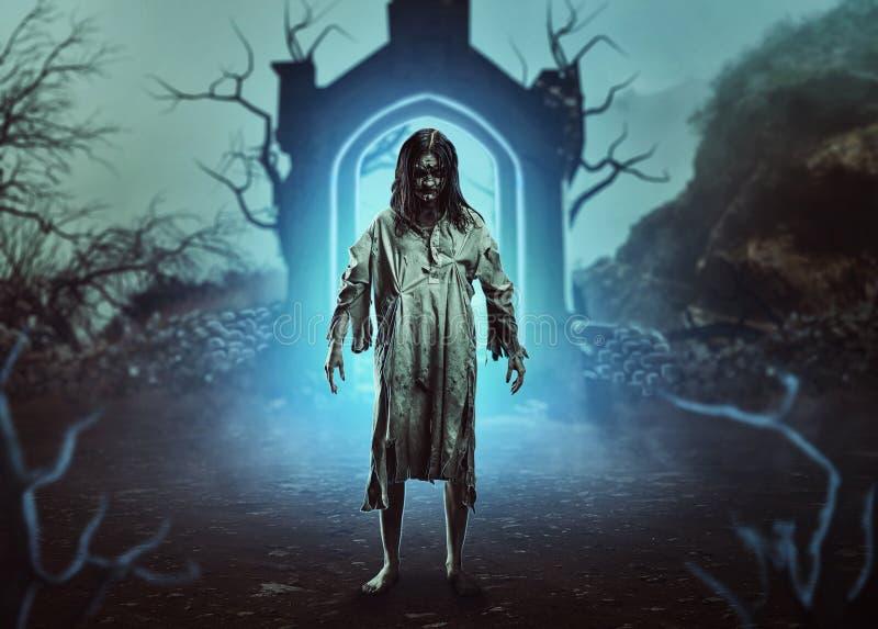 De enge gotische zombie stock afbeeldingen