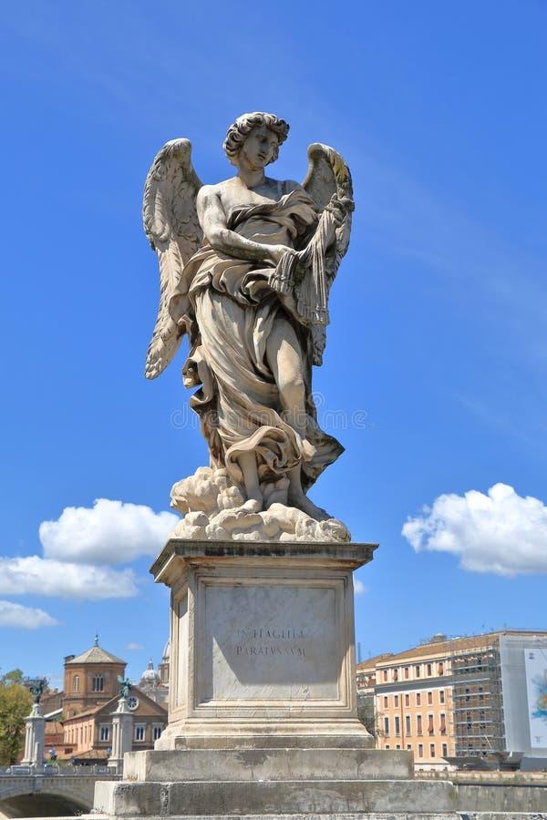 De engel met ranselt in Rome, Italië stock afbeeldingen
