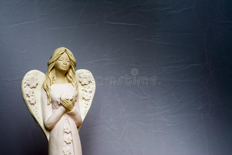 De engelen bidden voor ons stock afbeeldingen