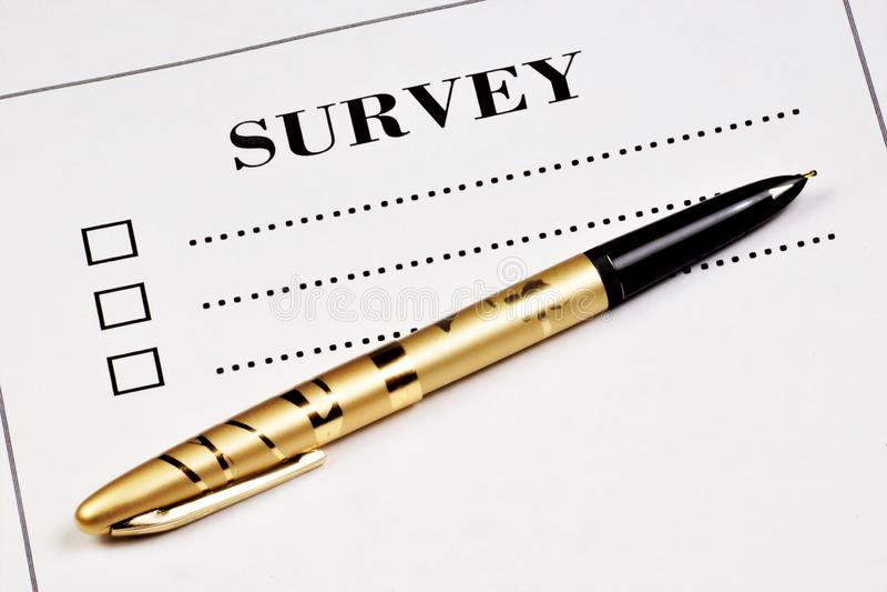 De enquête is een methode voor sociologisch onderzoek en voor het krijgen van antwoorden op vooraf geformuleerde vragen Verzameli stock afbeelding
