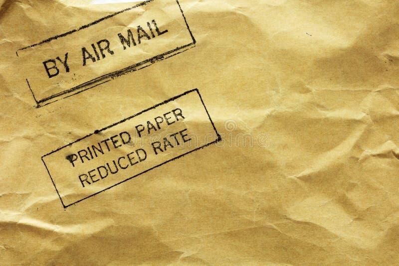 De envelop van de brief met de zegel van de luchtpost stock foto