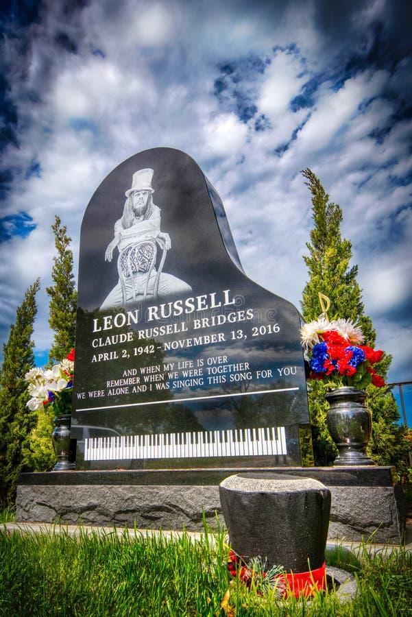 De Ernstige Plaats en de Grafsteen of Rots Musian Leon Russell in Tulsa stock afbeelding