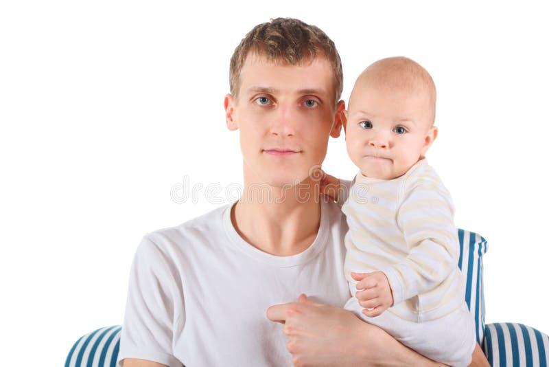 De ernstige vader met baby zit op stoel royalty-vrije stock afbeelding