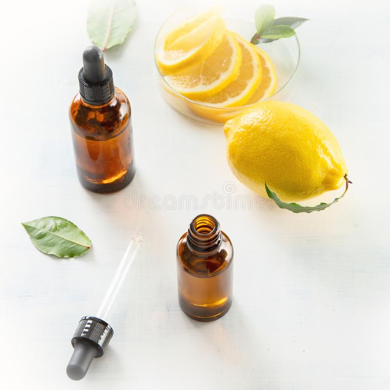 De Essentiële Olie van de citroen royalty-vrije stock foto's