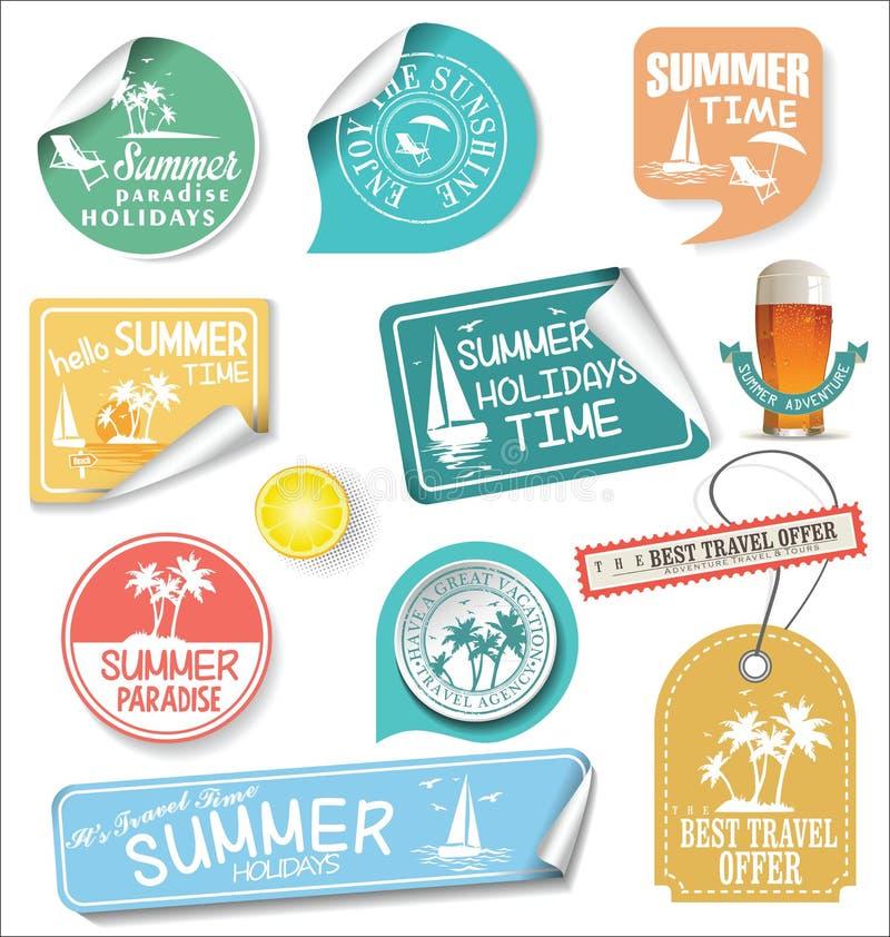 De etiketten van het de zomerontwerp en de malplaatjes van het typografieontwerp royalty-vrije illustratie