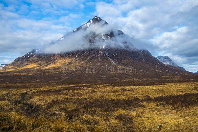 De Etive-Herder: De mooie piramidale piek van Buachaille Etive Mor in de Hooglanden van Schotland stock afbeeldingen