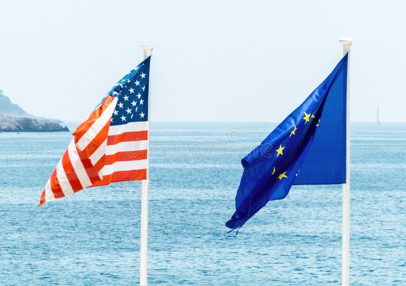 De EU en de vlag van de V.S. royalty-vrije stock fotografie