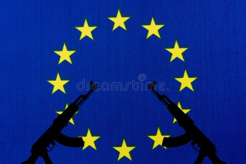 De de EU-vlag en het silhouet van het wapen stock fotografie