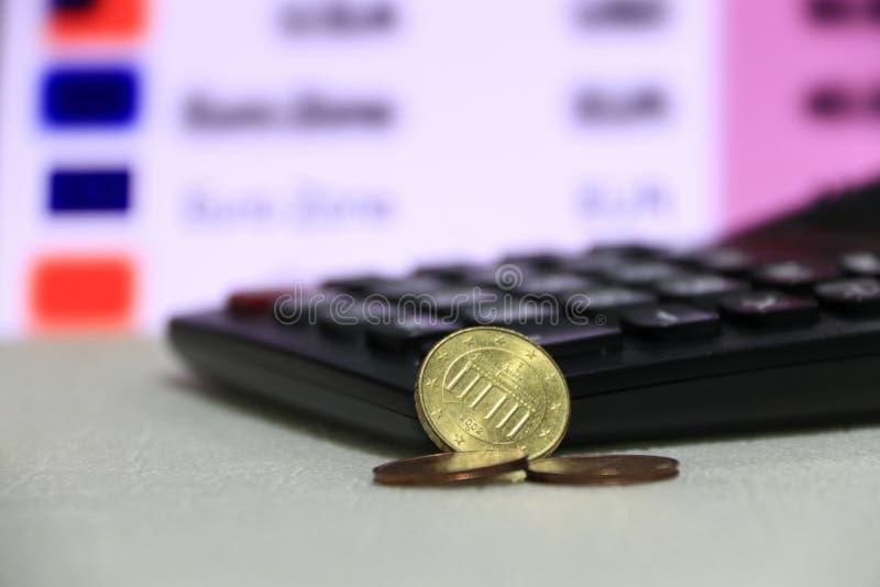 De eurocent van tien Duitsland op obvers op witte vloer met zwarte calculator op digitale raad van het geldachtergrond van de mun royalty-vrije stock afbeeldingen