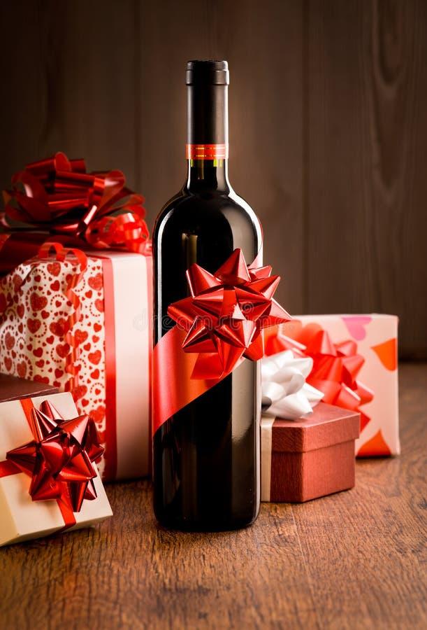 De exclusieve gift van de wijnfles stock foto