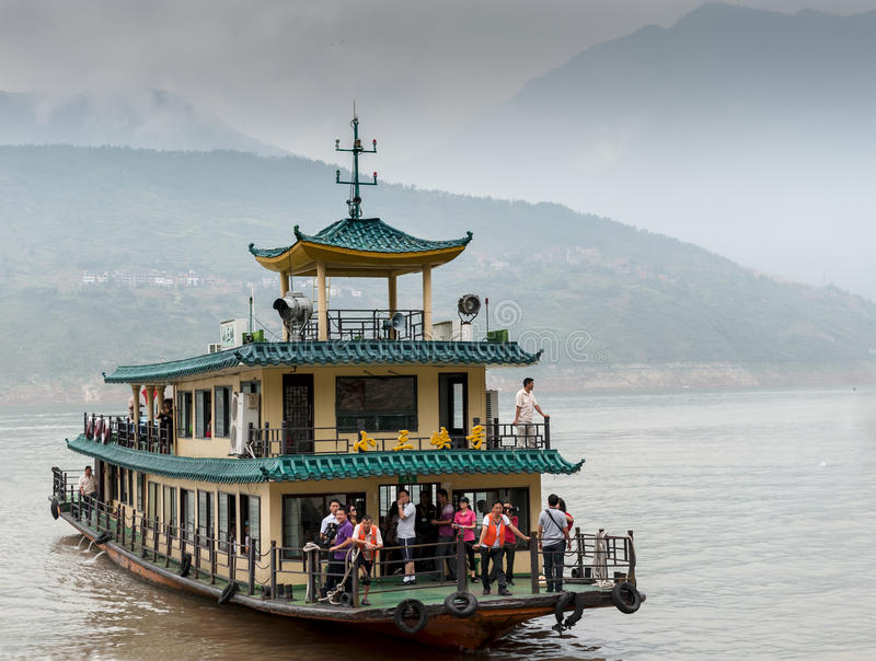 De excursie het schip vaart op de Rivier Yangtze royalty-vrije stock fotografie