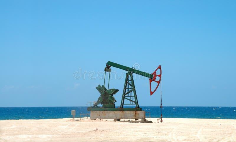 De extractie van de aardolie op Cubaanse grond royalty-vrije stock foto's