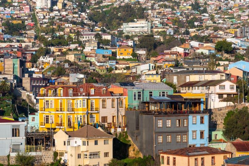 De färgrika byggnaderna av Valparaiso i Chile fotografering för bildbyråer