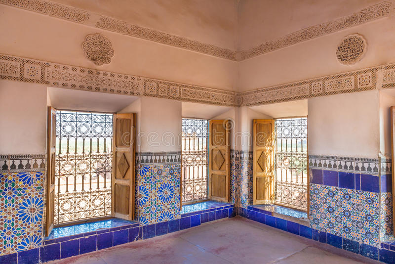 De färgrika tegelplattorna av Kasbah de Taourirt som arabisk stil arkivbild