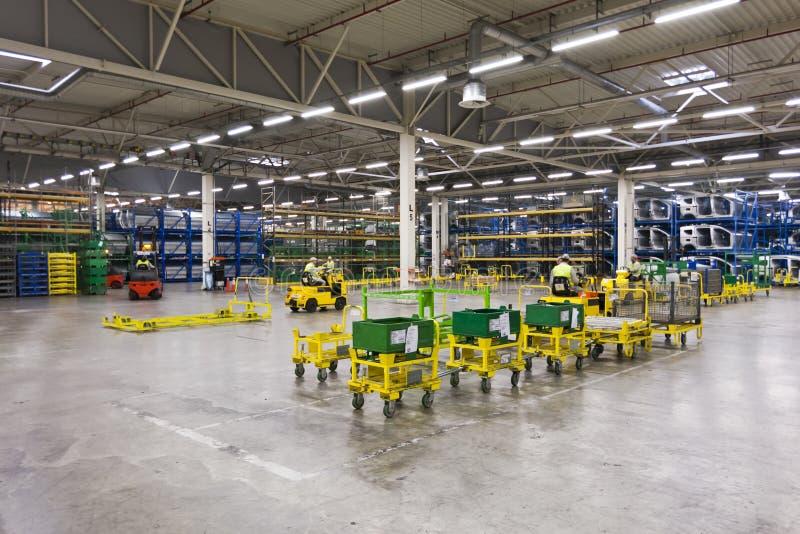 De fabriekspakhuis van de auto stock fotografie