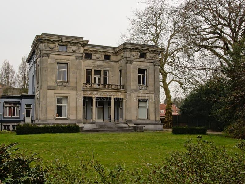 ` De Fabrikantenvilla do ` ou mansão dos fabricantes em Enschede imagem de stock royalty free