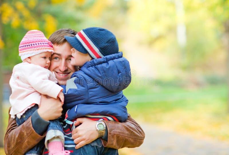 De familie van de herfst royalty-vrije stock afbeelding