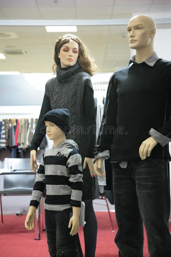 Ledenpopfamilie in winkel royalty-vrije stock afbeelding