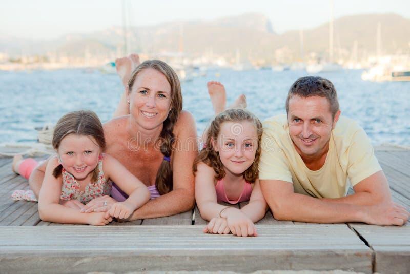 De familie van de zomer royalty-vrije stock fotografie