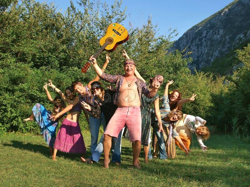 De families van de hippie met gitaar stock afbeeldingen