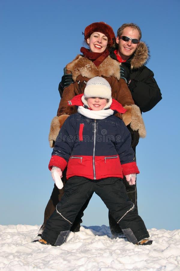 De familietribune van de winter op sneeuw stock afbeelding