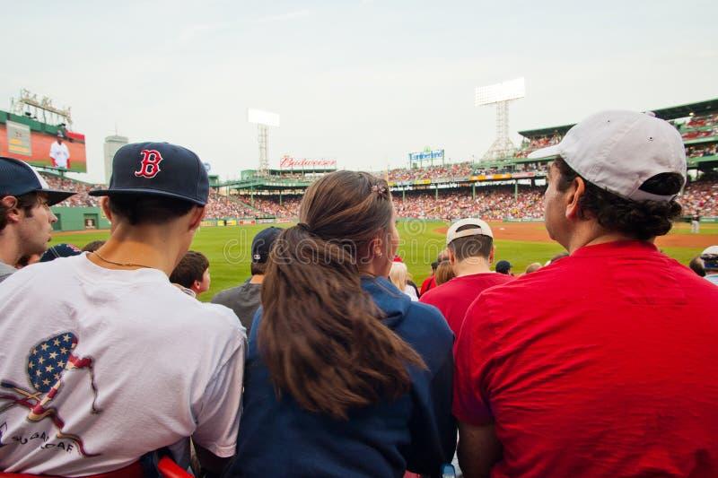 De fans letten op een Rood spel Sox stock foto's