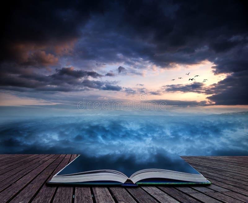 De Fantasie skyscape zonsondergang van het boekconcept over surreal draaikolkformati royalty-vrije stock afbeeldingen