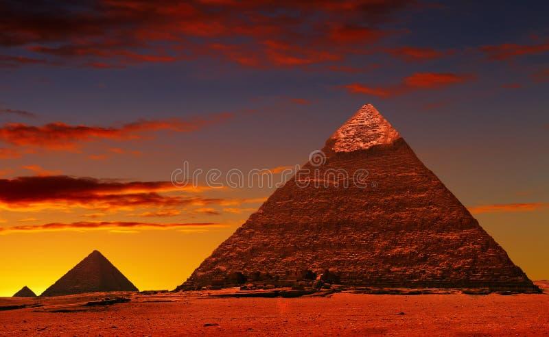 De fantasie van de piramide stock afbeeldingen