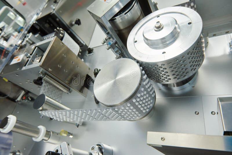De farmaceutische productie van de tabletpil verschroeiende verpakkingsmachine stock fotografie