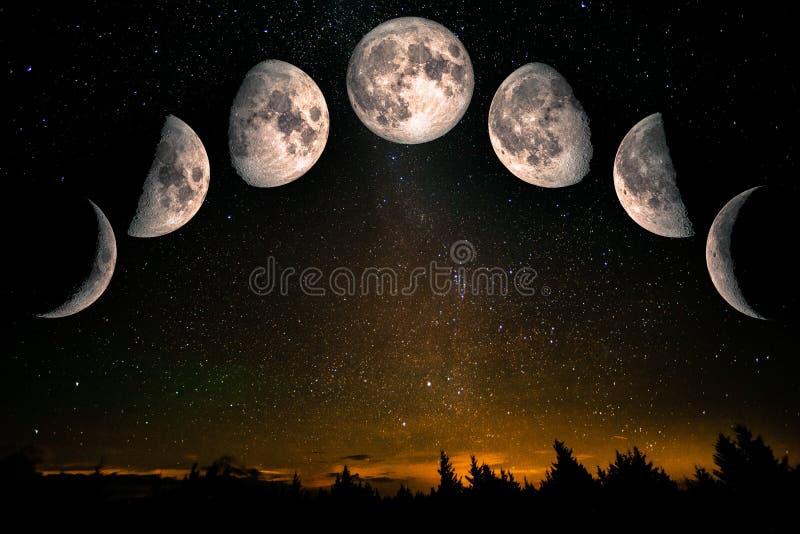 De fasen van de maan over de nachthemel met sterren royalty-vrije stock fotografie