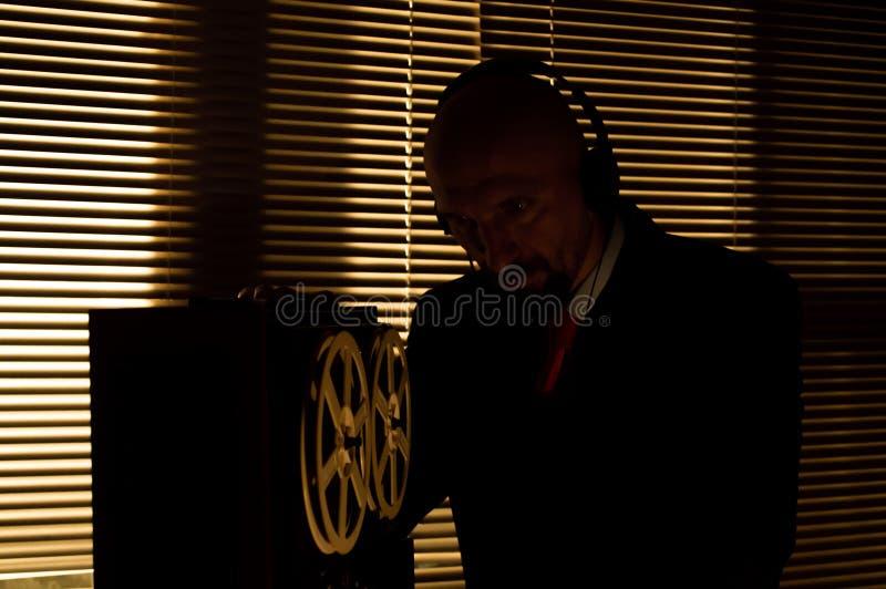 De FBIgeheimagent luistert en registreert gesprek 4 royalty-vrije stock afbeeldingen