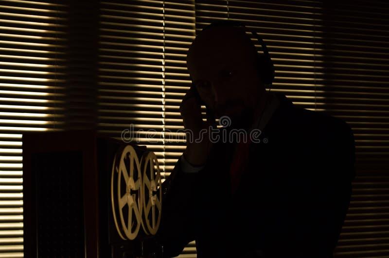 De FBIgeheimagent luistert en registreert gesprek 6 stock afbeelding