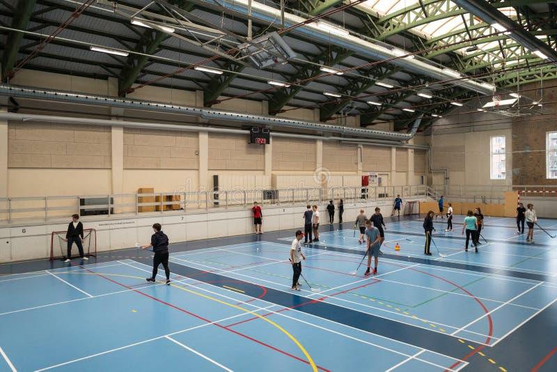 21 de febrero de 2019 dinamarca copenhague Juego de equipo con el palillo y bola Floorball u hockey en pasillo Dentro del entrena imagen de archivo