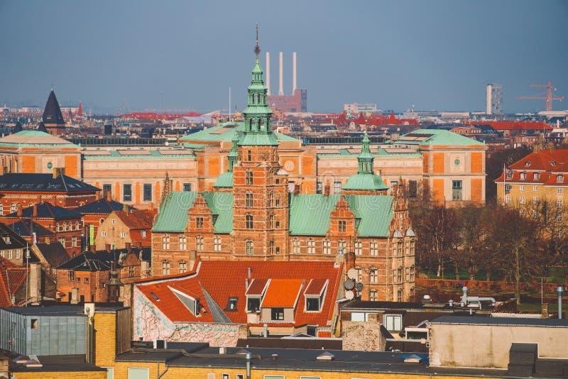 18 de febrero de 2019 Dinamarca Copenhague Vista superior panorámica del centro de ciudad de un punto álgido Torre redonda de Run fotografía de archivo