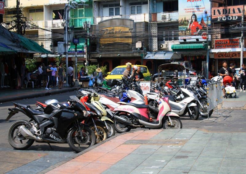 7 de fevereiro de 2019, Banguecoque Tail?ndia As ruas centrais da capital, os fios acima das estradas e transporte fotos de stock royalty free