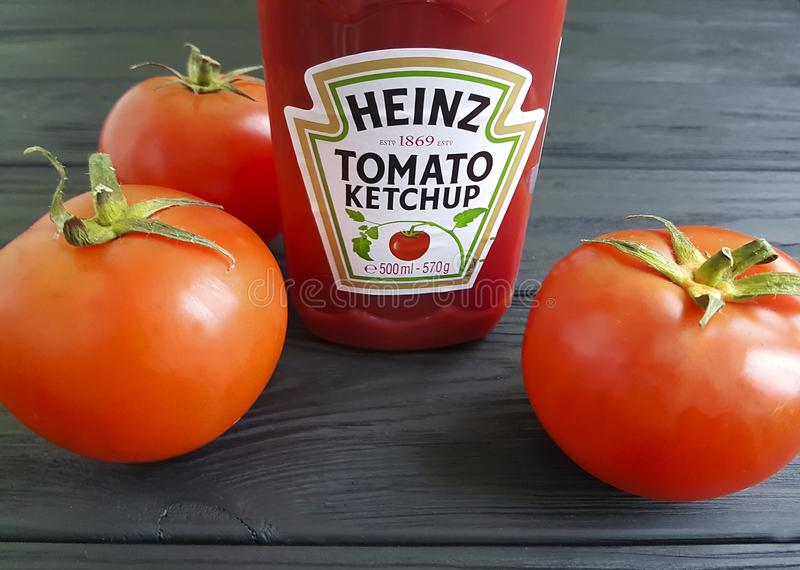 4 de fevereiro de 2018 ketchup Heinz de Ucrânia KIEV imagens de stock royalty free