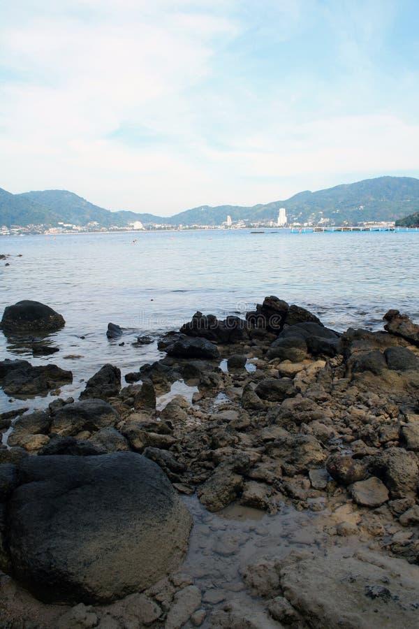 10 de fevereiro de 2019 Phuket, Tailândia Vista de praia paga de Paradise imagem de stock