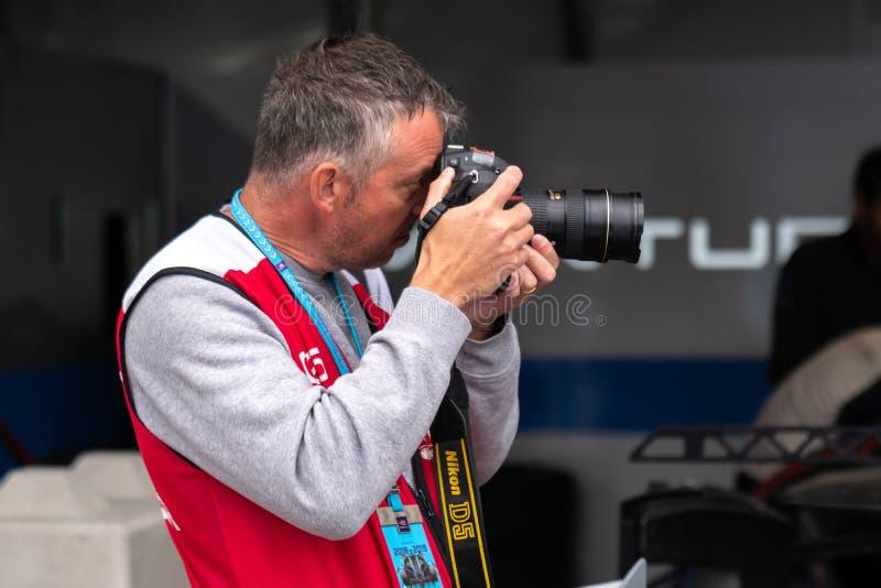De FIA-fotograaf op het werk stock afbeeldingen