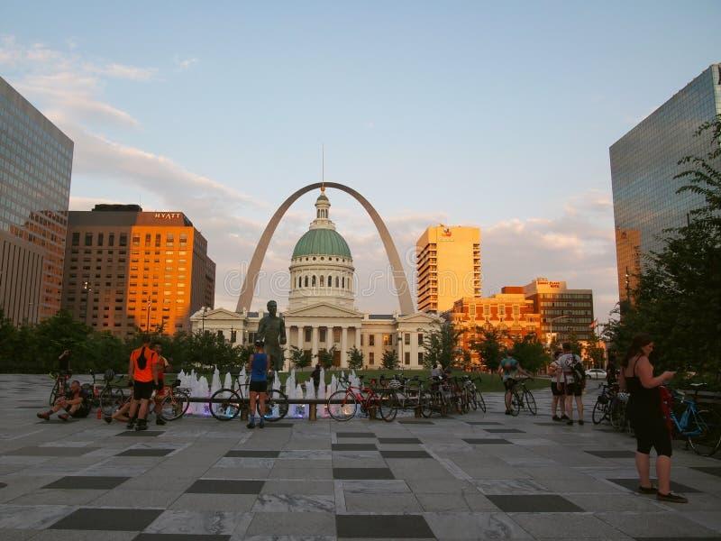De fiets komt omhoog in St.Louis samen stock afbeeldingen