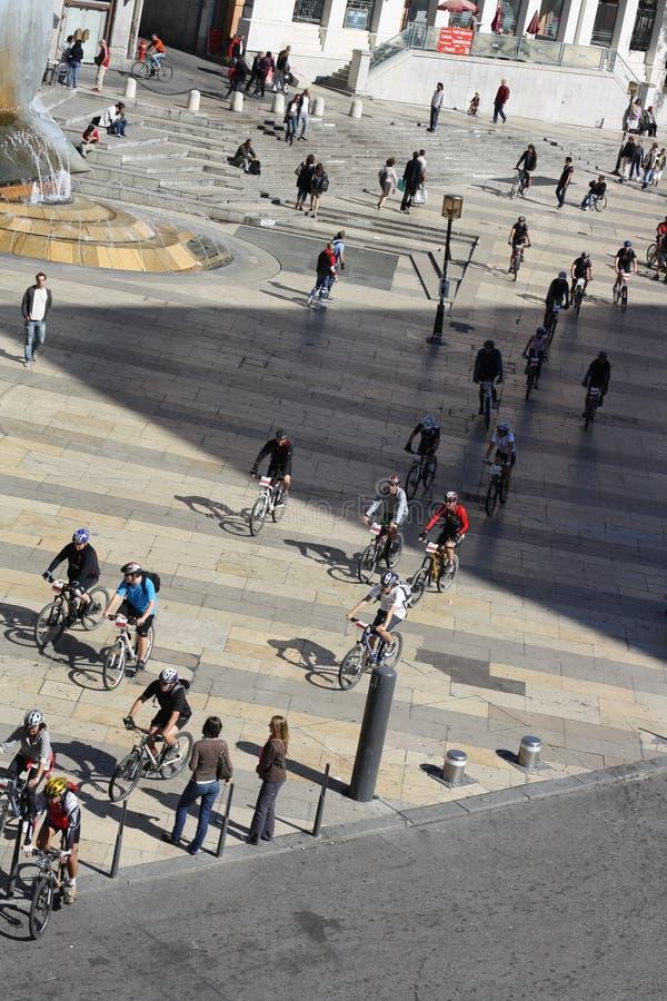 De fietsgebeurtenis van de stad in Lyon, Frankrijk stock foto