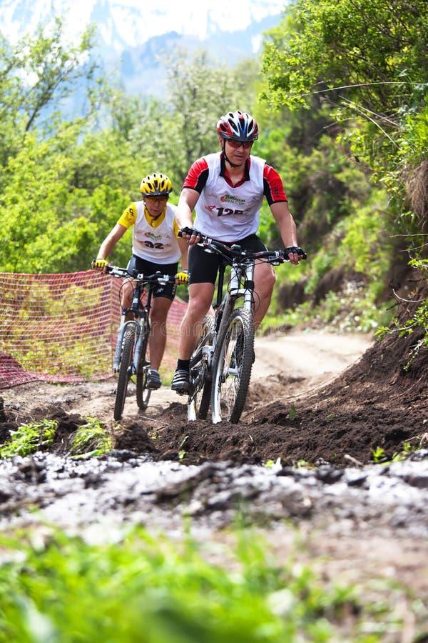 De fietsras in het hele land van de berg stock foto