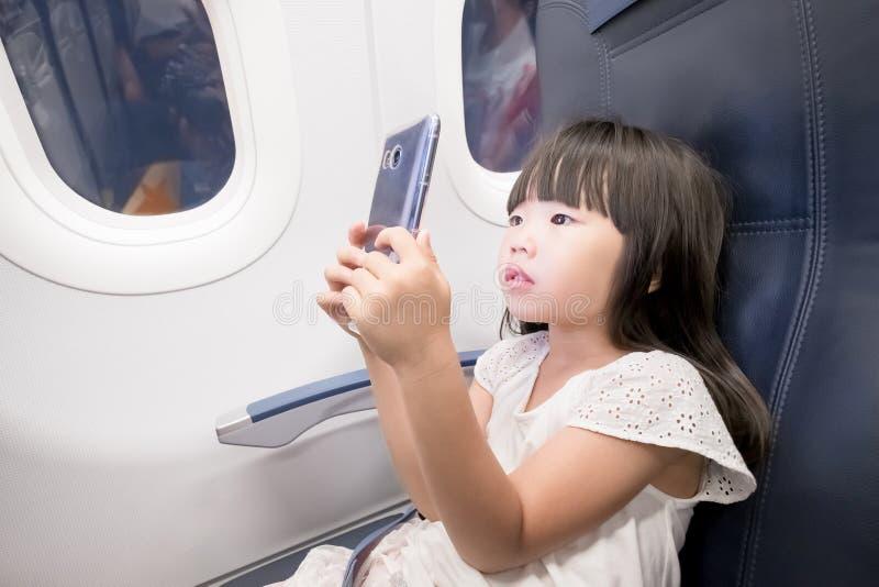 De fille téléphone paly photos stock