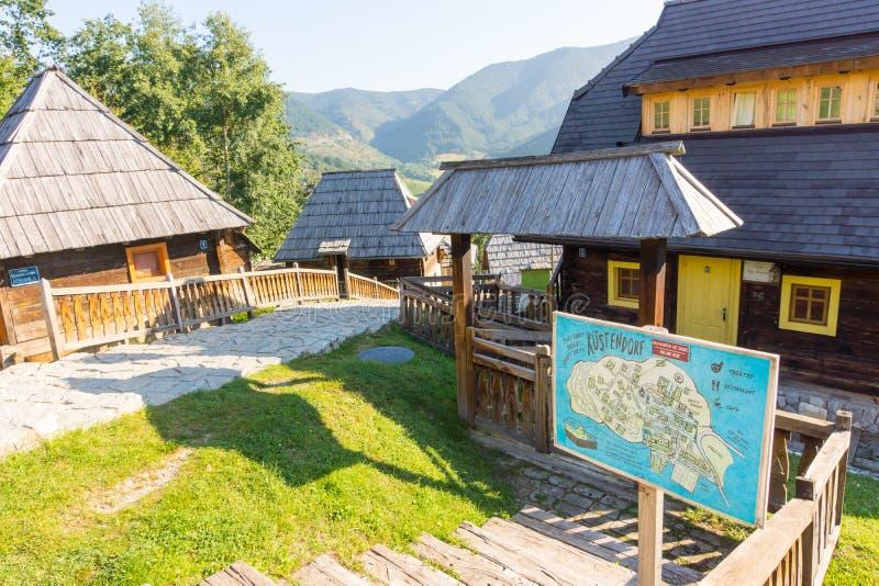 De Filmfestival van affichekustendorf in Drvengrad, Servië royalty-vrije stock foto's