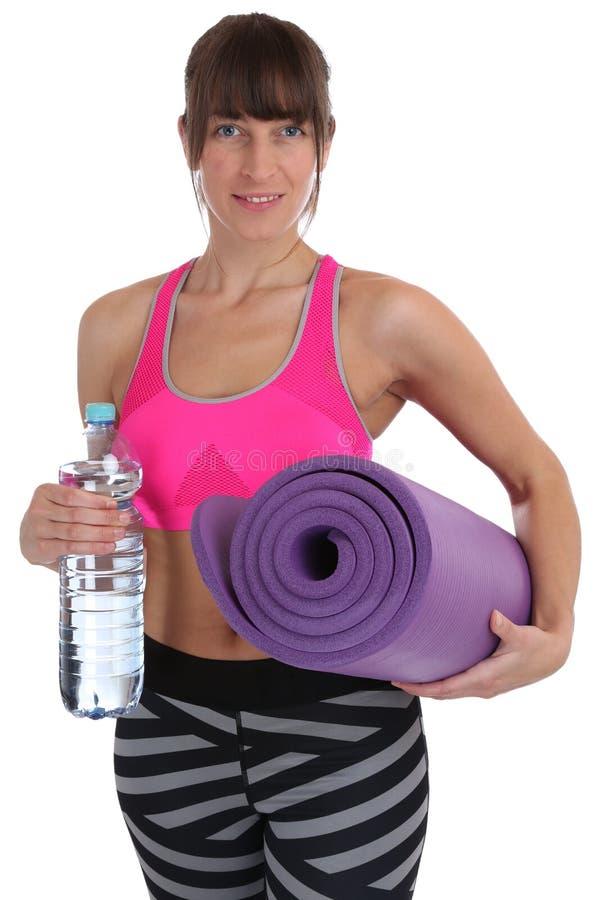De fitness van de gymnastiekmat de fles van het vrouwenwater bij trai van de sportentraining royalty-vrije stock afbeeldingen